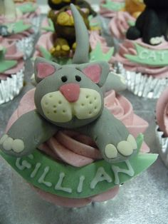 Cat Cupcakes by obliviousfire, via Flickr
