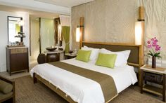 lit en bambou et decoration en bambou dans une chambre a coucher a motifs verts