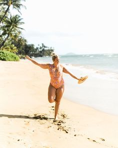 Double tap if you like getting two for the price of one! 👋🏻 Packing for 5 weeks in Hawaii in only a carry on meant that every inch of my suitcase counted. also meant that swimsuits took precedence over just about everything else. Swimsuits, Bikinis, Swimwear, Beach Attire, Photography Branding, Photo Poses, Carry On, Hawaii, One Piece