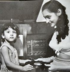 Nutan with sister Tanuja Hindi Actress, Indian Film Actress, South Indian Actress, Bollywood Actress, Indian Actresses, Vintage Bollywood, Indian Bollywood, Rare Pictures, Rare Photos