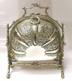 Victorian Silver Plated Folding Biscuit Box 1880 Fenton Brothers stock id 6999 - This is beautiful. Silver Spoons, Silver Plate, Silver Ring, Vintage Silver, Antique Silver, Victorian Era, Vintage Antiques, Art Nouveau, Old Things