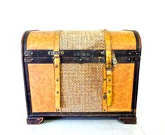 Vintage 1920s-30s antique wooden steamer trunk. #woodentrunk #steamertrunk  https://www.etsy.com/listing/257644436/vintage-wooden-trunk-1920s-30s-antique