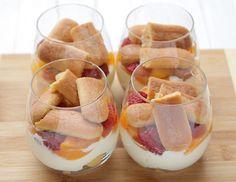 Tiramisu cu fructe la pahar Tiramisu, Panna Cotta, Deserts, Food And Drink, Cookies, Ethnic Recipes, Sweet Treats, Desserts, Biscuits