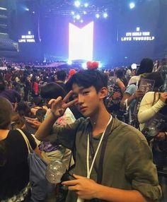 Vietnamese fanboy at LY concert :) Korean Boys Ulzzang, Ulzzang Korea, Cute Korean Boys, Ulzzang Couple, Ulzzang Girl, Korean Girl, Foto Bts, Bts Photo, Boy Tumblr