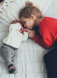 P i n t e r e s t: future fam goals cute baby p Cute Little Baby, Cute Baby Girl, Cute Babies, Baby Kids, Baby Boy, Cute Family, Baby Family, Big Sister Little Sister, Foto Baby
