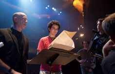 Damien Chazelle with Miles Teller and J. Simmons while filming Whiplash Melissa Benoist, Best Director, Film Director, Miles Teller Whiplash, Love Movie, I Movie, Jk Simmons, Jazz, Damien Chazelle