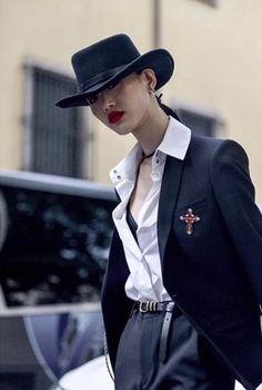 해외에서 더 잘 나가! - 탑모델 3인 배윤영, 정호영, 최소라 데일리 패션 살펴보기 : 네이버 포스트 Queer Fashion, Dark Fashion, Fashion Art, Fashion Models, Winter Fashion, Milan Fashion, Yg Kplus, Sora Choi, Androgynous Look