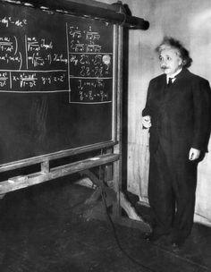 Albert Einstein dando una charla en Pittsburgh, 1934