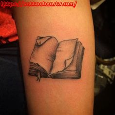 Book tattoo Wow one of my favorites book tattoos so far. A little color and it'd be prefect Future Tattoos, Love Tattoos, Beautiful Tattoos, Body Art Tattoos, New Tattoos, Tattoos For Women, Ankle Tattoos, Tatoos, Arrow Tattoos