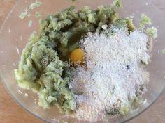 Sformato di cavolfiore e patate, gratinato in forno   Kikakitchen Fett, Guacamole, Eggs, Breakfast, Ethnic Recipes, Oven, Book, Egg, Egg As Food