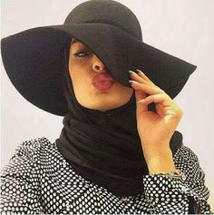 How to wear hijab with hat. Muslim Women Fashion, Modest Fashion, Fashion Outfits, Hijab Fashion Inspiration, Mode Inspiration, How To Wear Hijab, Hijab Fashionista, Turban Hijab, Hijab Chic