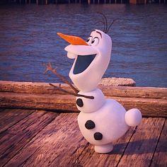 Frozen Wallpaper, Wallpaper Iphone Disney, Cute Disney Wallpaper, Cute Cartoon Wallpapers, Olaf Pictures, Cute Disney Pictures, Images Disney, Olaf Frozen, Disney Frozen