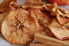 Συνταγή για σπιτικά πατατάκια μήλου, ιδιαίτερα ελαφριά, γλυκά και νόστιμα σαν σνακ όλη τη διάρκεια της ημέρας.