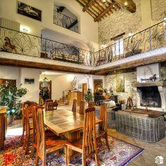 Landhaus mit Charakter liegt in Weinbergen und Pinienwälder, zwischen Carpentras und Mazan.