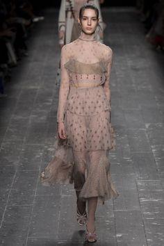 Valentino Fall 2016 Ready-to-Wear Fashion Show - Isabella Ridolfi