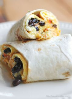 Breakfast Burrito Omelette [Any kind of omelette- or a variety- could be made. To make ahead, freeze the burritos until frozen. What's For Breakfast, Savory Breakfast, Breakfast Burritos, Breakfast Dishes, Breakfast Recipes, Avocado Breakfast, Mexican Breakfast, Little Lunch, Brunch Recipes