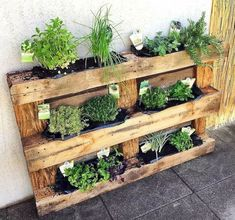 Build a Dog House with Recycled Pallets - Woodworking Finest Wooden pallets recycled planters Recycled Planters, Recycled Pallets, Diy Planters, Recycled Materials, Wood Pallet Planters, 1001 Pallets, Wooden Garden Planters, Recycled Garden, Planter Ideas