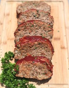 A juicy and moist keto meatloaf recipe. Your favorite classic style meatloaf made without the carbs. Ketogenic Recipes, Keto Recipes, Cooking Recipes, Recipes Dinner, Bariatric Recipes, Low Carb Meatloaf, Turkey Meatloaf, Meatloaf Recipes, Keto Ketchup