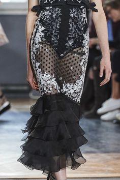 Giambattista Valli Spring 2020 Ready-to-Wear Collection - Vogue Vogue Paris, Spring Fashion, Fashion Show, Fashion Trends, Women's Fashion, Amazing Wedding Dress, Fashion Details, Fashion Design, Sheer Dress