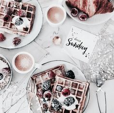 Perfect goat any party or just a casual delicious breakfast 😋 Luxury Food, Sorbets, Tasty, Yummy Food, Food Goals, Kakao, Aesthetic Food, Love Food, Sweet Recipes