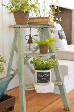 A Simple Vintage Spring Entryway. See how this farmhouse entryway is styled with a vintage ladder and touches of spring decor! A Simple Vintage Spring Entryway. See how this farmhouse entryway is styled with a vintage ladder and touches of spring decor! Retro Home Decor, Easy Home Decor, Country Decor, Rustic Decor, Rustic Entryway, Country Homes, Outdoor Entryway Ideas, Foyer Ideas, Entry Foyer