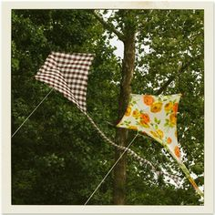 homemade kites from vintage fabric! Kite Surf, Go Fly A Kite, Kite Flying, Diy For Kids, Crafts For Kids, Arts And Crafts, Sewing Crafts, Sewing Projects, Craft Projects
