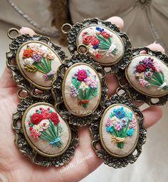 "1,948 Likes, 120 Comments - sihirli_kasnak  (@sihirli_kasnak) on Instagram: ""Ellerimde çiçekler ♩.. . . #sihirli_kasnak #handmade #handmadejewelry #embroidery #crosstitch…"""