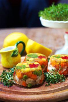 Galaretki Drobiowe Tymbaliki - Just My Delicious Fresh Rolls, Food Hacks, Ethnic Recipes, Impreza, Easter, Events, Polish Cuisine, Easter Activities