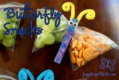 These butterfly snack packs are perfect for classrooms/sports teams. They're a big hit with any kid! #jugglingwithkids.com #butterfly #butterflysnacks
