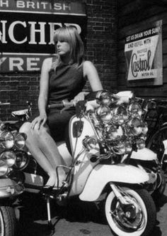 Vintage Motorcycles Girl on Scooter. Scooter Girl, Mod Scooter, Vespa Girl, Lambretta Scooter, Vespa Scooters, Vespa Motorcycle, Piaggio Vespa, Quad, Bmw Electric