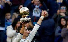 Cristiano Ronaldo ofreció su cuarto Balón de Oro al público del Bernabéu
