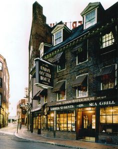 The Union Oyster House near Faneuil Hall (©Union Oyster House)
