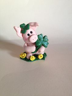 Polymer Clay Pig - St.Patrick's Day Pig - Pig Collecitble - Pig Gift - Irish Decor - Clay Shamrock - Pig Figurine - Four Leaf Clover on Etsy, $16.00