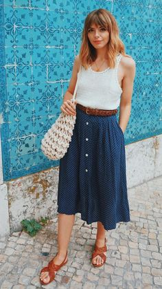 8 Skirts You Can Try This Summer, If Sundresses Aren't Your Thing. Chic, cute, and fresh outfits with skirts you can wear during the summer. Source by culturacolectiva outfits Blue Skirt Outfits, Pencil Skirt Outfits, Midi Skirt Outfit Casual, Fresh Outfits, Spring Outfits, Long Skirt Outfits For Summer, Mode Outfits, Fashion Outfits, Sundresses Women