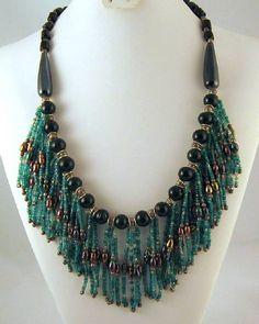 Boho Fringe Necklace Blue-Green Seed Bead por GrapenutGlitzJewelry