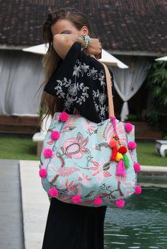 Pompons tote bag/Summer beach bag/Travel bag/Tassels bag/Beach