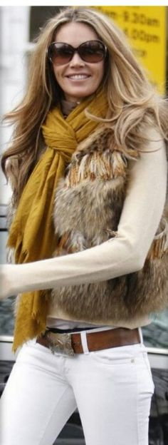 Elle Mcpherson dropping off her children at school fur vest mustard scarf sunglasses - Photo 1223278 Beauty And Fashion, I Love Fashion, Fashion Looks, Fashion 2018, Fashion Fashion, Womens Fashion, Fall Winter Outfits, Autumn Winter Fashion, Star Wars Outfit