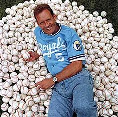 George Brett and baseballs! Kc Royals Baseball, Mets Baseball, Baseball Boys, Kansas City Royals, Baseball Players, Baseball Crafts, American League, World Of Sports
