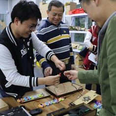 A Director from Popular Science Education Base was visiting our workshop yesterday and had a hands-on experience with @honeycombsteam electronic music kit.