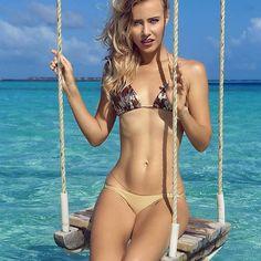 #DestinationCover 🌴 #Maldives  Model | @AleonaLynx  Photo | @JoelLondonPhotography  Bikini | @LilianaMontoyaSwim  Hair/MUA | @hairteezbygrace w @kawaiicosmtics location | aaaVeee.com #aaaVeee #travel #travelgram