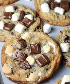 S'more Chocolate Chip Gooey Bliss Cookies Soft, chewy graham cookies baked with 3 kinds of chocolate and slightly toasted marshmallows.Wickedly, wicked good and addicting! You might want to make a double batch - S'more Chocolate Chip Gooey Bliss Cookies Yummy Cookies, Yummy Treats, Sweet Treats, Yummy Food, Cookies Soft, Gooey Cookies, Kinds Of Cookies, Yummy Snacks, Think Food