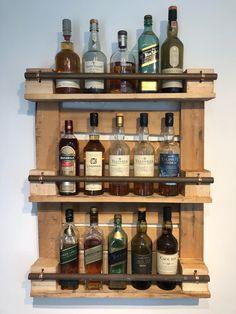 Home Bar Rooms, Diy Home Bar, Bars For Home, Wood Shop Projects, Wooden Pallet Projects, Pallet Home Decor, Diy Pallet Furniture, Bar En Palette, Decoration Palette
