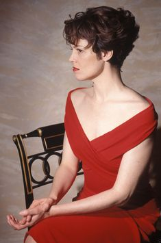 Sigourney Weaver. ~in love with this cut~lita~