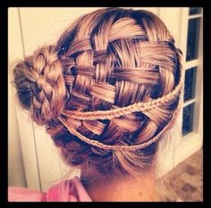 The elegant updo hairstyle is a being best choice for summer days. It will expose our face and neck greatly with all the hair being pulled up. Besides, the updo hairstyle is very easy. Side Hairstyles, Braided Hairstyles Updo, Pretty Hairstyles, Braided Updo, Updo Hairstyle, Fishtail Braids, Easy Updo, Plaits, Prom Hair Updo
