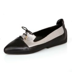 Vogue009 Ladies Sweet Closed Pointed Toe Leather Flate Pumps with Romanesque Lace-up Closure