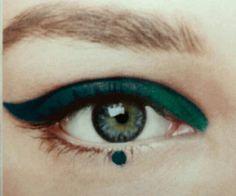 Eye Makeup Tips – How To Apply Eyeliner – Makeup Design Ideas Makeup Inspo, Makeup Art, Makeup Inspiration, Makeup Tips, Hair Makeup, Makeup Eyeshadow, Glitter Eyeshadow, Eyeshadow Palette, Fox Makeup
