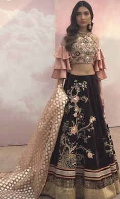 Indian Party Wear Gowns, Indian Wedding Outfits, Indian Wear, Indian Outfits, Dress Wedding, Dress Indian Style, Indian Dresses, Ghaghra Choli, Ethnic Dress