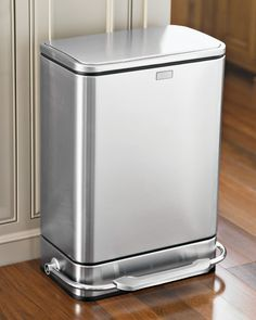 Simplehuman Steel Bar Step Trash Can High-grade brushed stainless steel exterior is treated with a fingerprint proof coating. Cleaning Your Dishwasher, Cleaning Tips, Cleaning Recipes, Modern Kitchen Trash Cans, Carpet Smell, Trash Day, Garbage Can, Trash Bins, Steel Bar