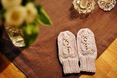 Ravelry: Miren79's snowman mittens Mittens, Ravelry, Snowman, Gloves, Projects, Fingerless Mitts, Log Projects, Blue Prints, Fingerless Mittens