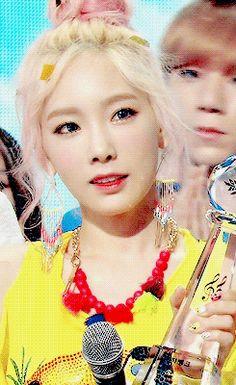 girls generation, kim taeyeon, snsd, taeyeon, snsd taeyeon, snsd gif